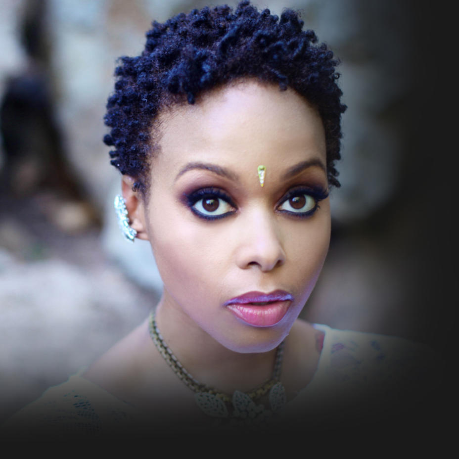how tall is chrisette michele